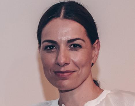 Espionnage informatique : La directrice de la Serpentine Gallery épinglée pour ses relations troubles