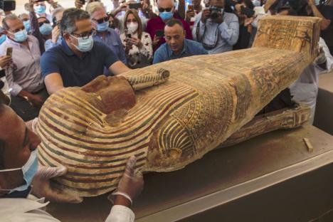 Près de 60 sarcophages intacts découverts au sud du Caire — Egypte