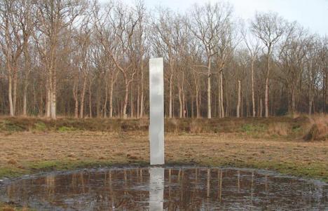 Un autre monolithe mystérieux fait son apparition — Pays-Bas