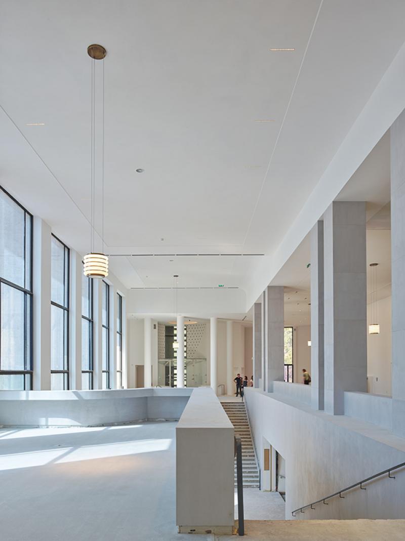 Hall D Entrée Moderne réouverture d'un musée d'art moderne de paris rénové et