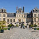 La cour du Cheval blanc au Château de Fontainebleau.